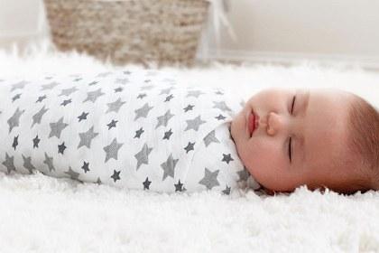 Zawinięty niemowlak