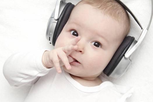 Mały słuchacz muzyki