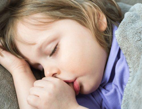 10 sposobów na oduczenie dziecka ssania kciuka