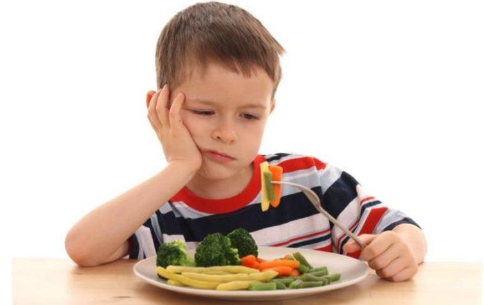Dziecko niechętnie jedzące obiad