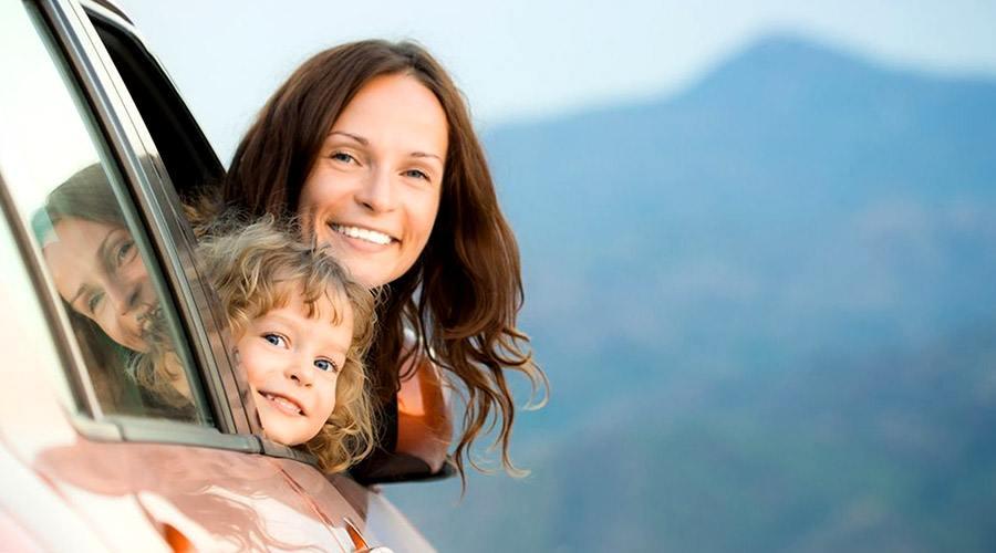 Mama z córką w podróży