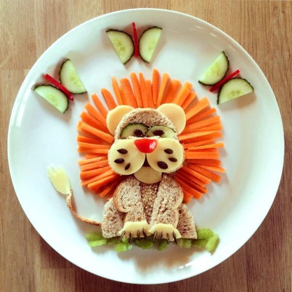 Potrawa atrakcyjna dla dzieci, lew z owoców