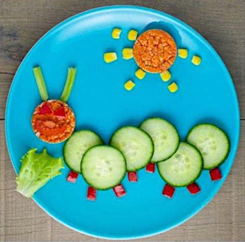 Warzywny talerz wyglądający jak gąsienica